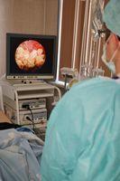 В медицинских учреждениях в качестве альтернативы пальцевого массажа могут применяться различные аппаратные методики