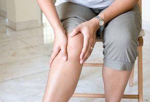 Людей старшего возраста, утративших эластичность суставов в результате возрастных изменений