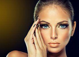 ослабляются мышцы вокруг глаз и появляются застойные явления