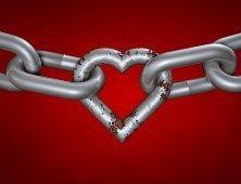цепь, по середине которой звено в форме сердца
